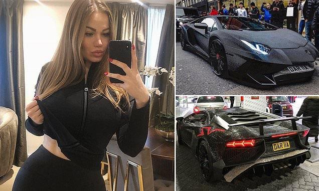 Оросын инстаграм од 350 мянган долларын үнэтэй машинаа 2 сая ширхэг Сваровскигоор чимэглэжээ