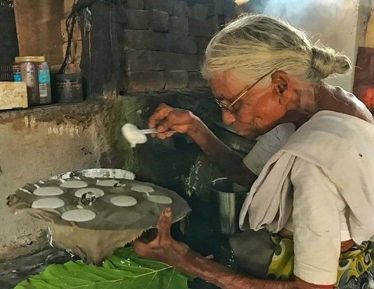 30 жилийн турш хоолныхоо үнийг нэг ч удаа нэмээгүй 'эмээгийн' цайны газар