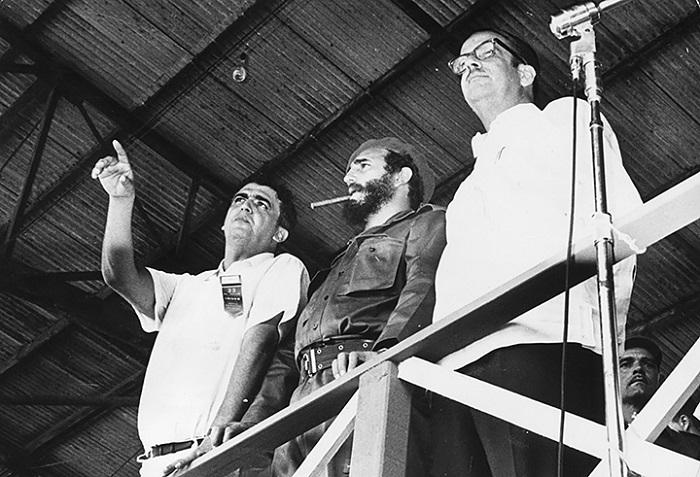 1962 оны наймдугаар сар. Кастро гимнастикийн тэмцээн үзэж байна.