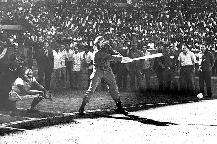 Хаванад болсон бейсболын тэмцээний нээлтийн ёслол дээр.