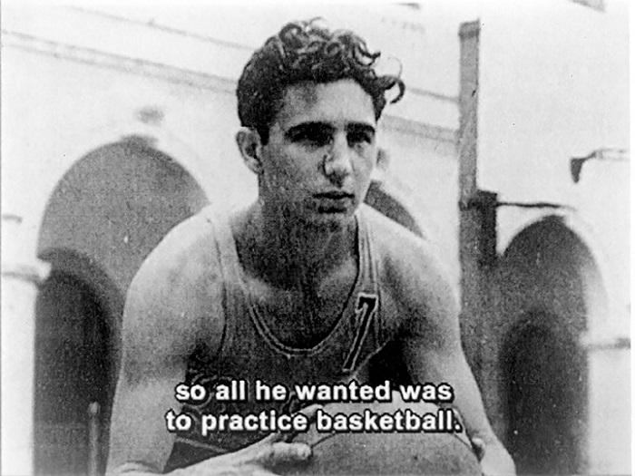 Фидель дунд сургуулийнхаа сагсан бөмбөгийн багийн од байсан. 1944 он.